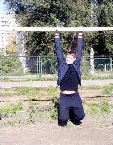 Александр Сёмин в родном дворе