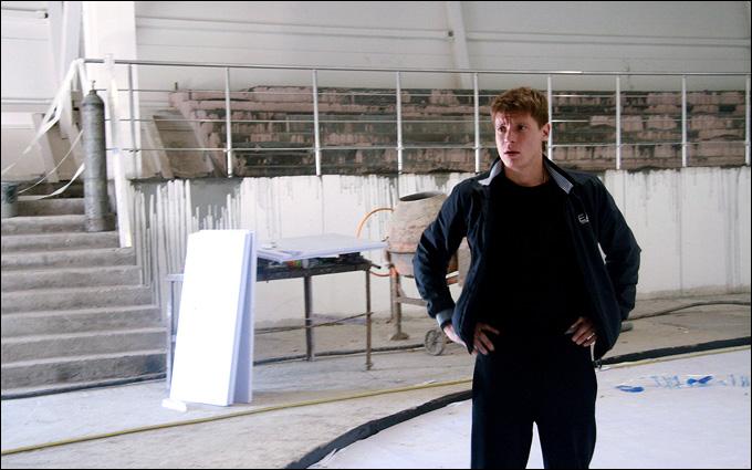 Александр Сёмин на площадке, где впервые встал на лёд