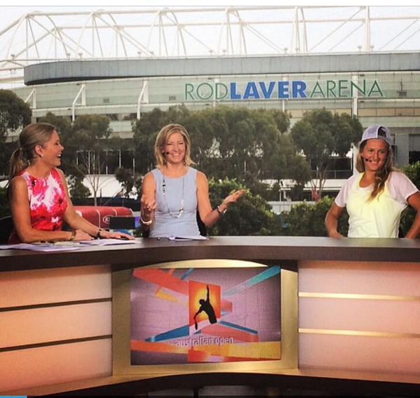 Три улыбки в студии ESPN2. Это Виктория Азаренко пришла в гости к Крис Эверт и Крис Маккендри.