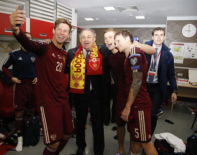 Виталий Мутко с игроками сборной