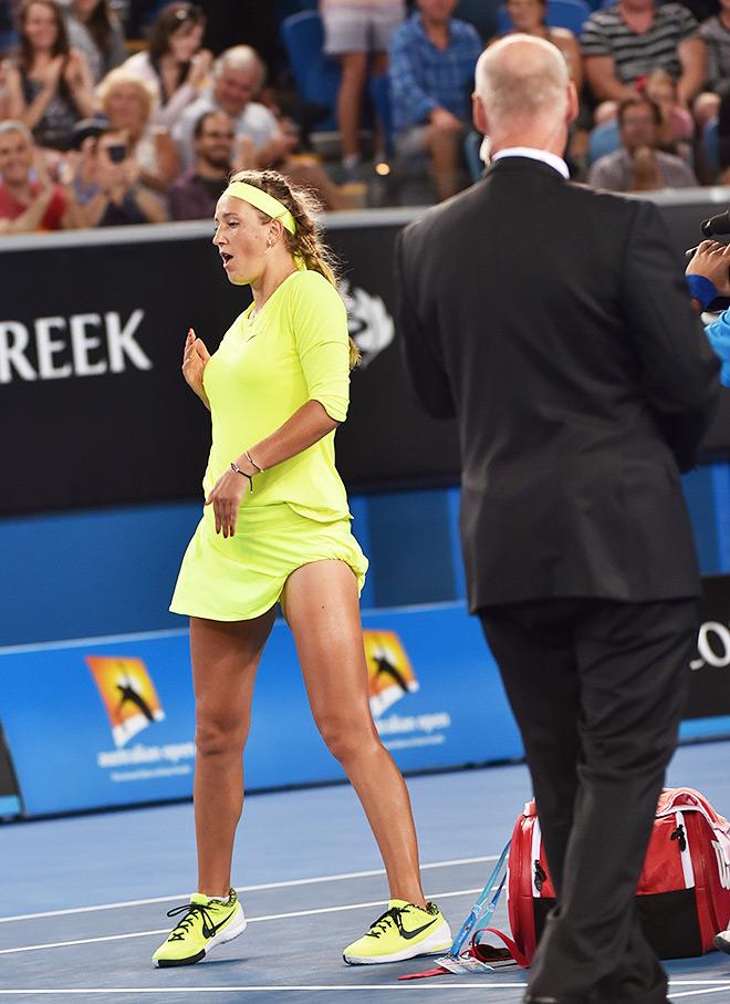 Азаренко обыграла Возняцки и вышла в 4-й круг