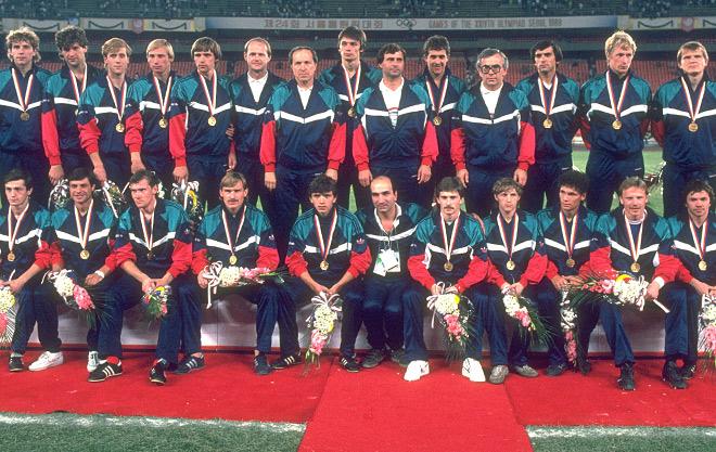 Алексей Прудников (второй справа в нижнем ряду) — чемпион Олимпиады 1988 года