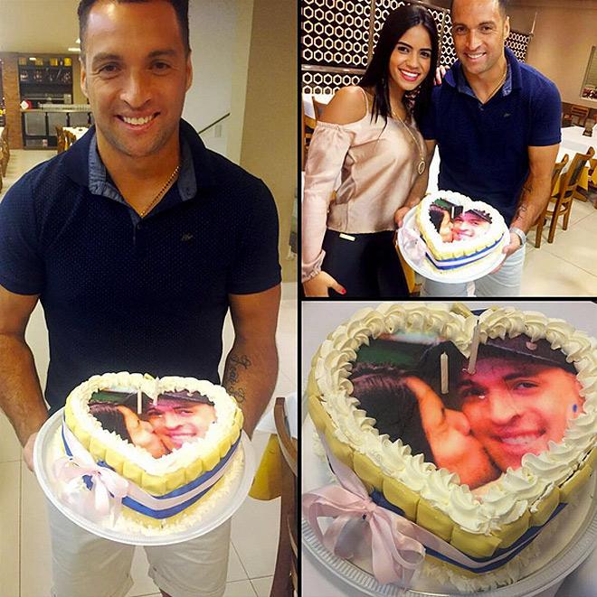 Даниэл Карвалью рекламирует торты