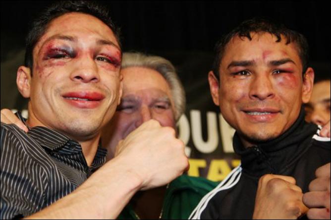 Израэль Васкес и Рафаэль Маркес, как всегда в порядке. Почему бы не улыбнуться после дружеского кровоизлияния?