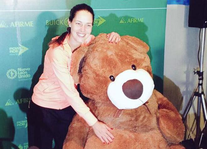 Ане Иванович подарили медведя