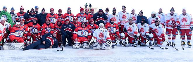 Участники матча на льду озера Байкал