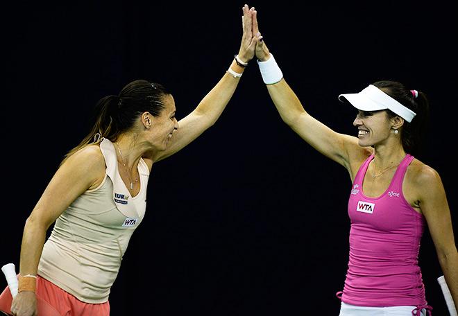 Хингис выиграла в Москве вместе с Пеннеттой