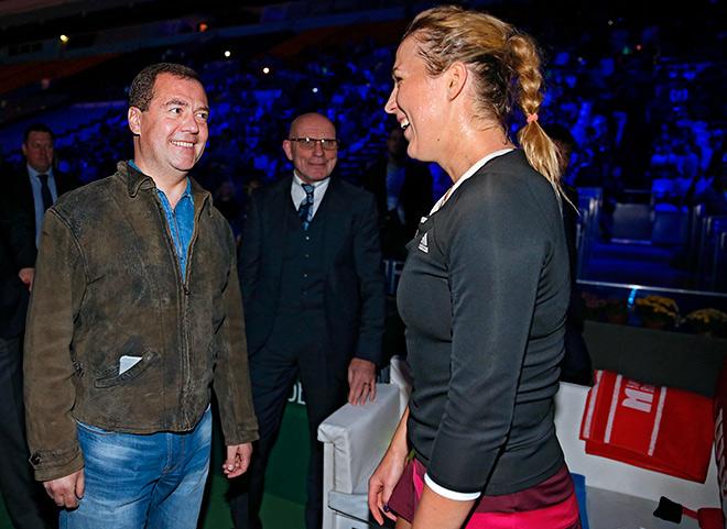 Медведев посетил полуфинальный матч Павлюченковой