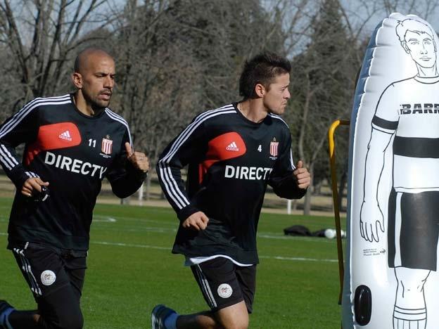38-летний Хуан Себастьян Верон (слева) принял решение возобновить карьеру