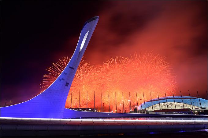 Погашенная чаша олимпийского огня по