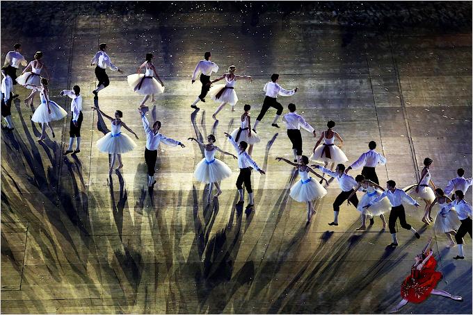 Инсталляция русского балета во время церемонии закрытия Олимпиады в Сочи