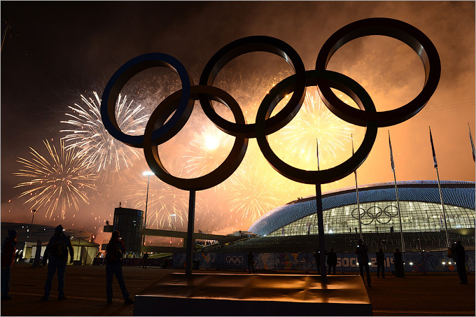 Торжественный салют в Олимпийском парке