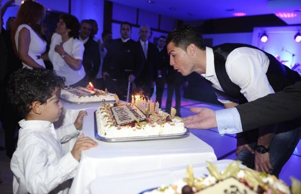 Роналду: отпраздновал день рождения с друзьями и семьей, было потрясающе