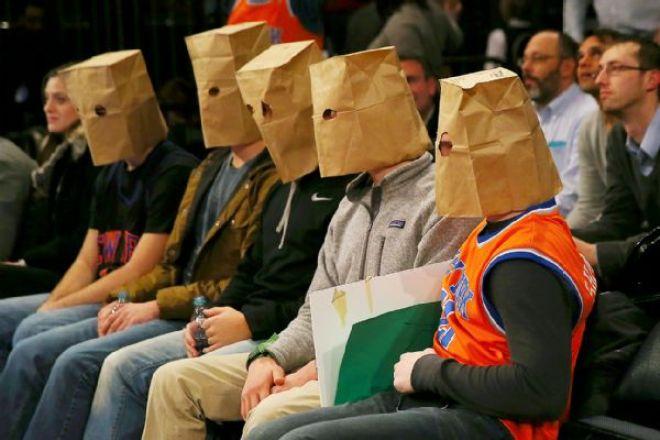 Болельщики «Нью-Йорка» с пакетами на головах во время матча с «Хьюстоном»