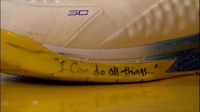 Карри вышел на матч против «Нью-Орлеана» с надписью «Я могу всё ...