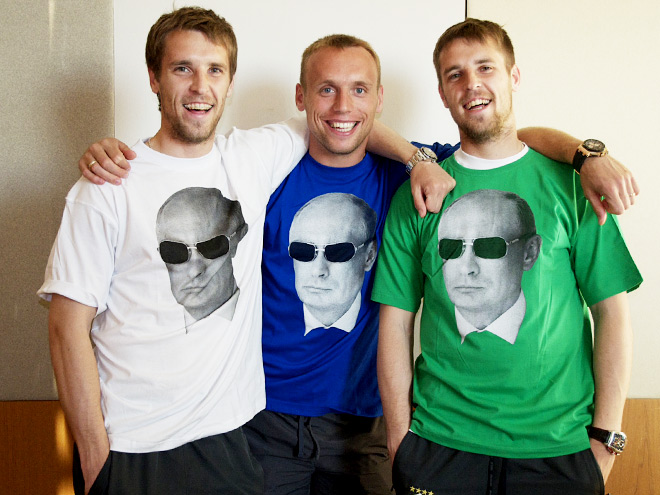 http://img.championat.com/i/news/41/90/1400334190_b_igroki-spartaka-predstavili-kollekciju-odezhdy-vezhlivye-ljudi-foto.jpg