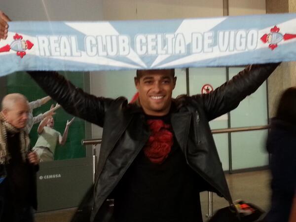 Веллитон прибыл в Виго и сфотографировался с шарфом