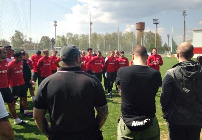 Фанаты «Спартака» приехали в Тарасовку пообщаться с футболистами