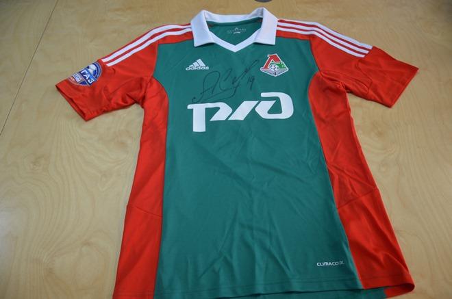 Игровая футболка Самедова – на аукционе «Чемпионата»