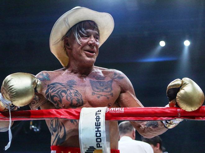 «Микки Рурк побил боксёра, а не бомжа»