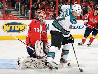 Второй гол Орлова в НХЛ, первый матч Холтби в сезоне, закончившийся провалом, а также прерванные победные серии...