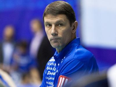 Главный тренер женской сборной России по волейболу покончил жизнь самоубийством.