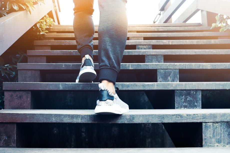 Можно ли похудеть, если ходить по лестнице? Упражнения и техника подъёма