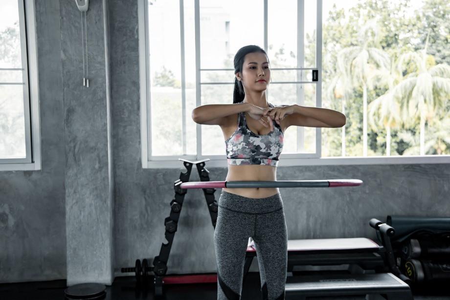 Можно ли похудеть с помощью обруча и сколько нужно его крутить? Выбор снаряда и упражнения