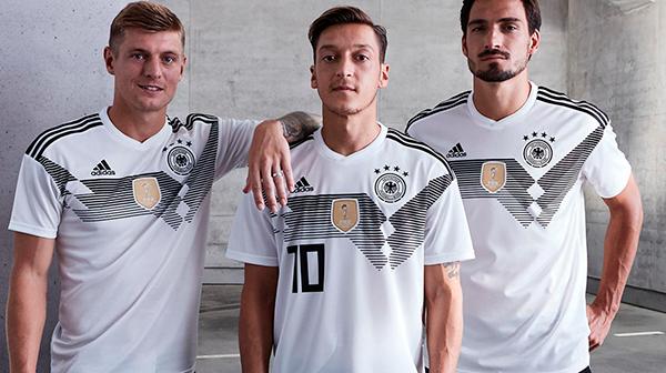 Сборная Германии представила форму в которой сыграет на ЧМ-2018