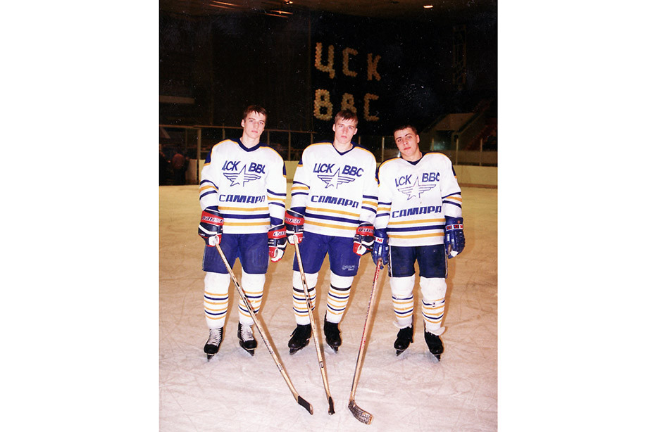 Братья Михаил и Сергей Севостьяновы и Денис Тюрин в составе ЦСК ВВС, 1998 год.