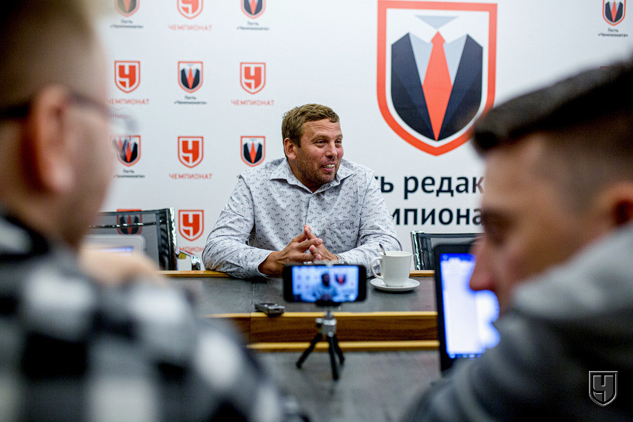 Александр Егоров (в центре)