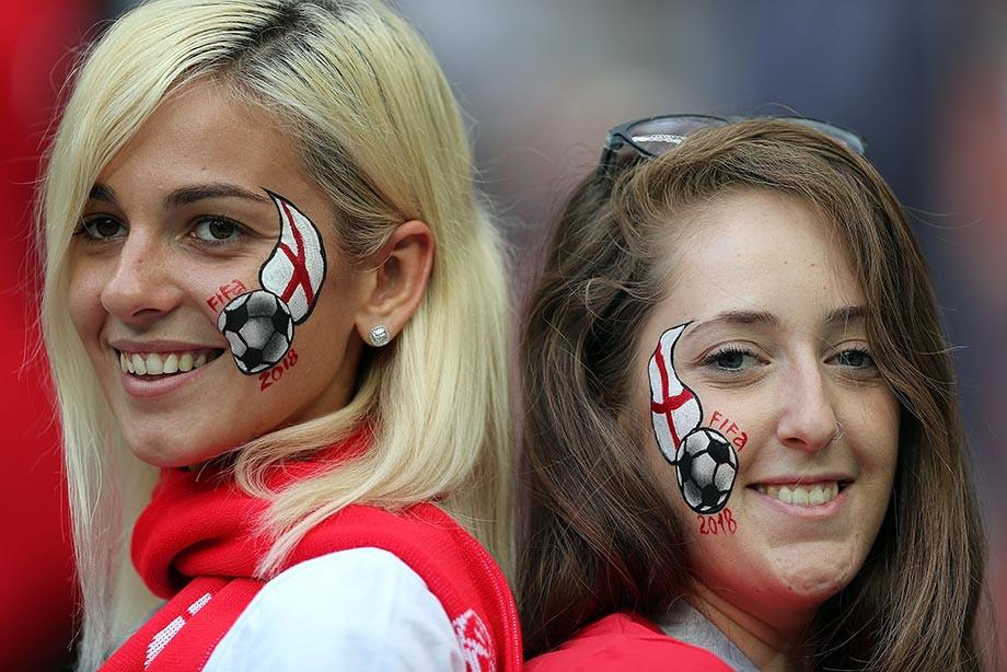 Картинки по запросу женская сборная Англии фото с флагом