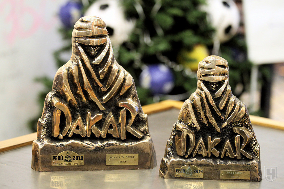 «Как там насчёт свинины?» На что пошли камазовцы ради победы на «Дакаре»