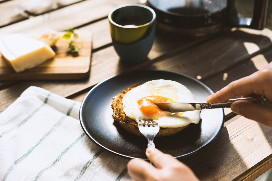 Как безопасно готовить яйца? Основные ошибки и как их избежать