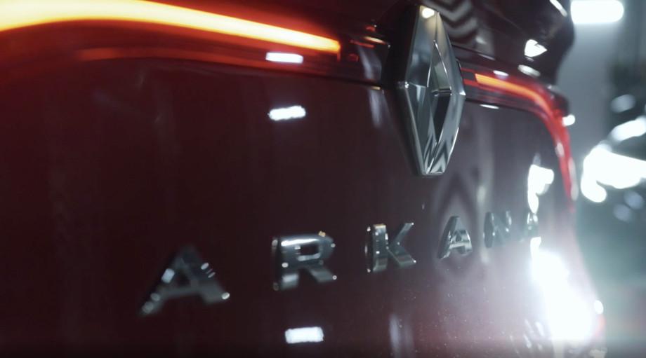 Валерия Букина протащила на себе автомобиль Renault, пауэрлифтинг