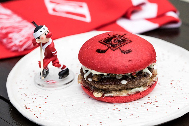«True Burgers» и ХК «Спартак» создали новый бургер для болельщиков
