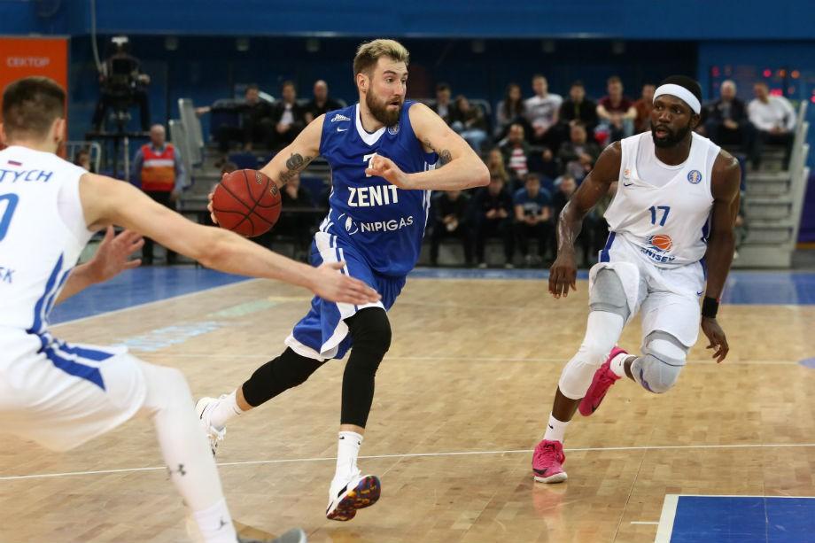 Баскетболисты клуба «Локомотив-Кубань» победили ВЭФ вматче Единой лиги ВТБ