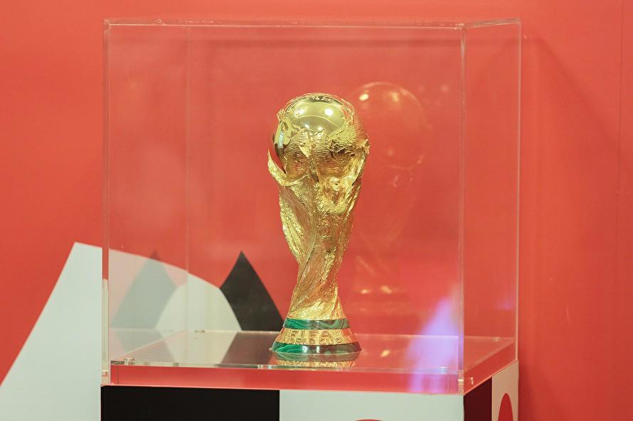 В Челябинск на пять дней привезли кубок мира по футболу