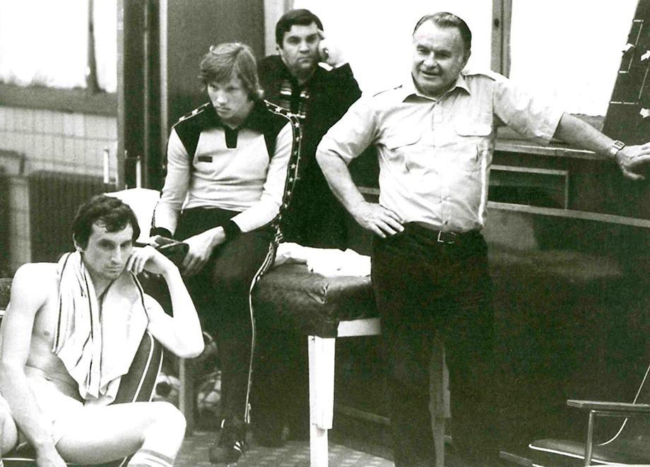 Раздевалка «Спартака». Слева направо – Юрий Гаврилов, Алексей Прудников, Константин Бесков