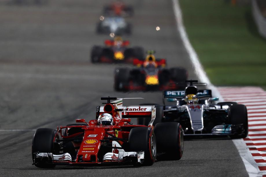 Феттель лидирует на Гран-при Бахрейна-2017