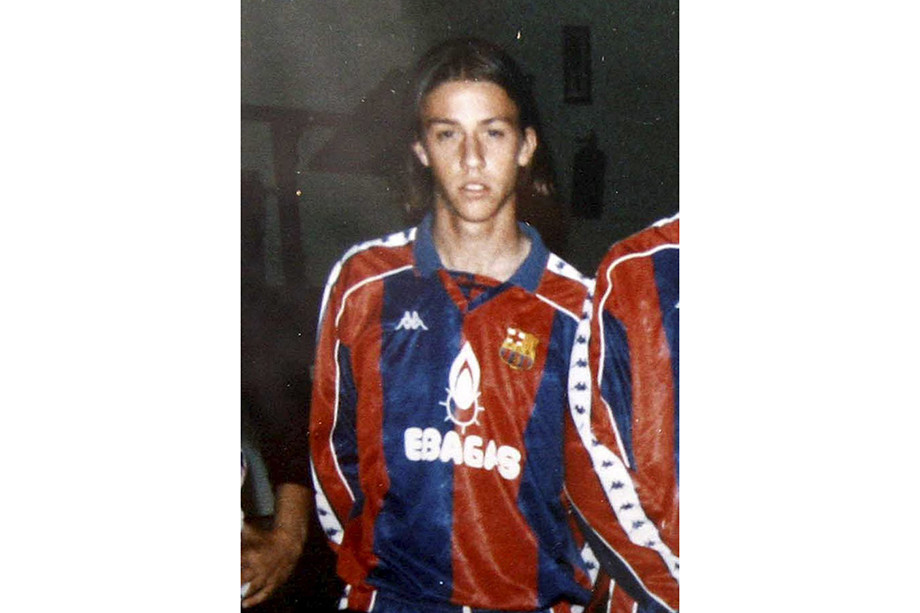История фото, где Дэвид Бекхэм одет в форму «Барселоны»