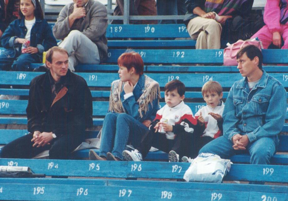 Виктор Онопко и семья Цымбаларей на стадионе «Динамо»