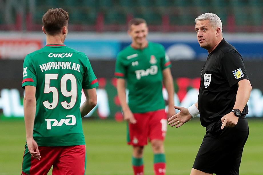 Станислав Сухина — бывший футбольный арбитр, а ныне — начальник команды «Локомотив»