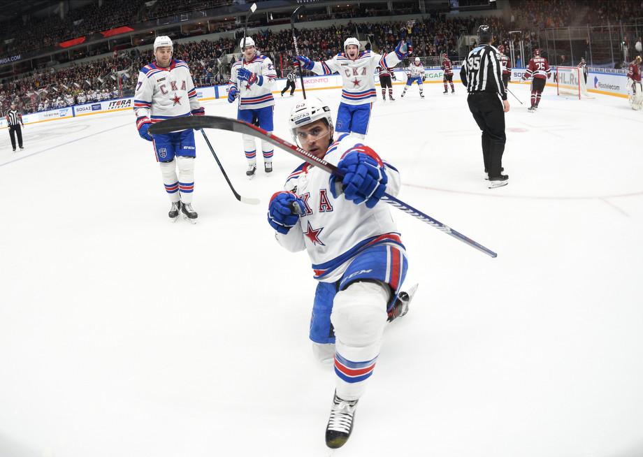 Наиль Якупов (на переднем плане)