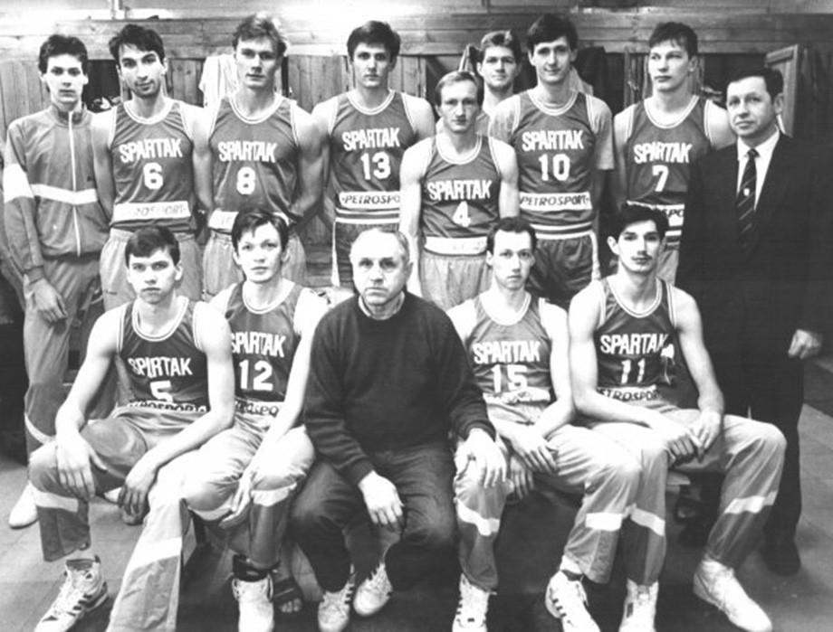 Команда «Спартак» (Санкт-Петербург). Андрей Мальцев третий справа в верхнем ряду