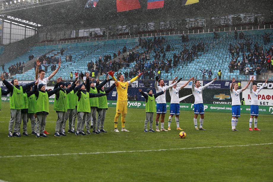 «Динамо» бьётся за выживание и не щадит никого. Лучшие фото тура