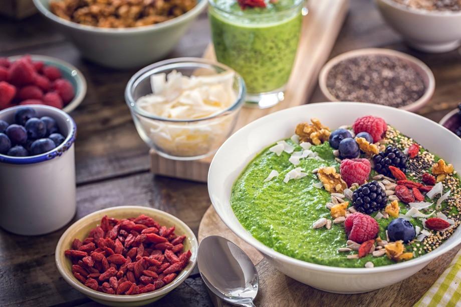 В чём разница между вегетарианцами, веганами и сыроедами? Что можно есть веганам и сыроедам?
