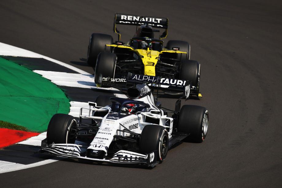«Мерседес» не непобедим. А «Феррари» что-то может. Итоги Гран-при 70-летия Формулы-1
