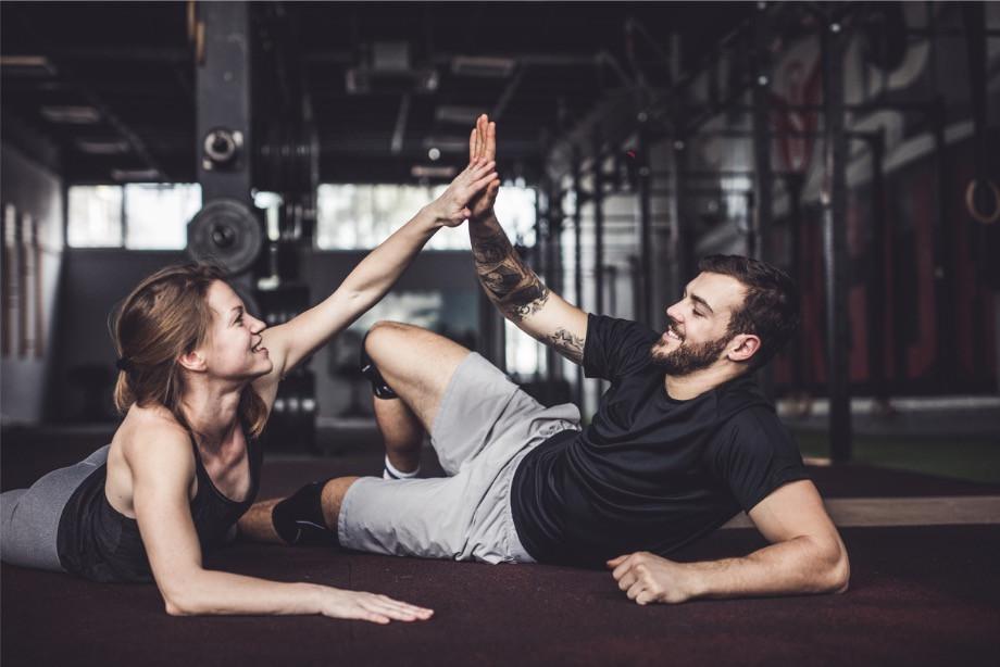 Как правильно тренироваться дома? Упражнения для тренировок лёжа