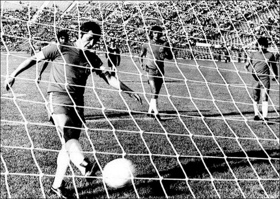 Франсиско Вальдес вколотил мяч в сетку пустых ворот